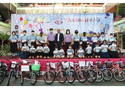 2021–02-19 泰国统促会王志民会长向SUANLIMPINI小学学生颁发奖学金